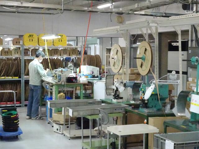 工場内 圧着工程 全景